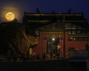 Moonrise on the Tin Hau Temple